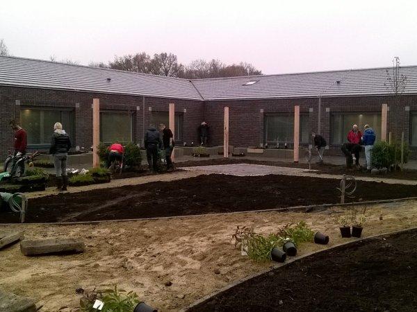Bewoners Erve Mensman krijgen eigen belevingstuin