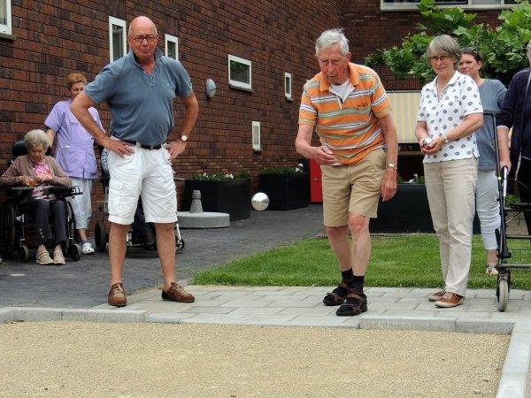 Bewoners Borsthuis kunnen jeu de boulen dankzij hun 'vrienden'