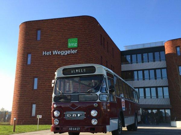 Voormalig TET chauffeur Joop Jimmink in historische TET bus terug in de tijd