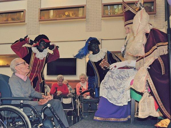 Sinterklaas en zijn Pieten laten bewoners volop genieten